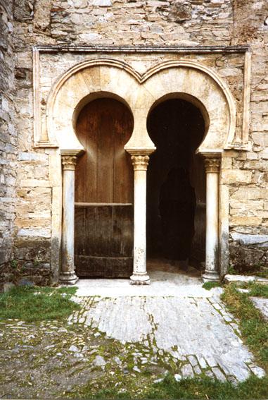 El arte mozarabe nopuedonodebo for Arquitectura mozarabe