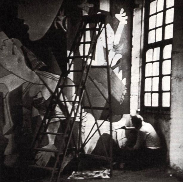 Picasso pintando Guernica
