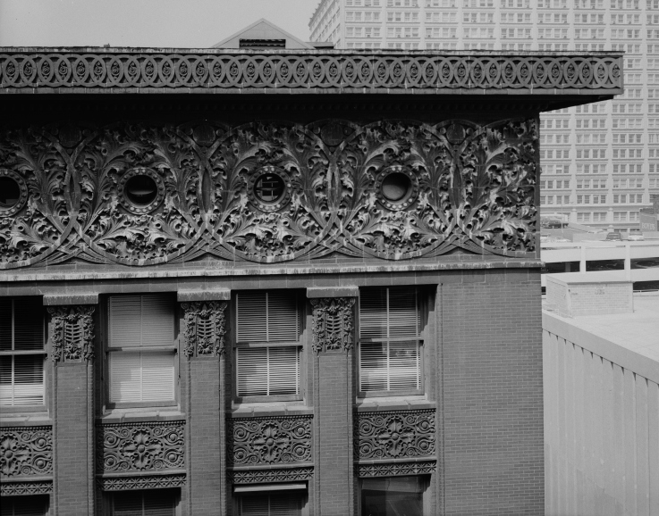 Louis_Sullivan_-_cornice_detail_-_Wainwright_Building,_Seventh_+_Chestnut_Streets,_Saint_Louis,_St._Louis_City_County,_MO