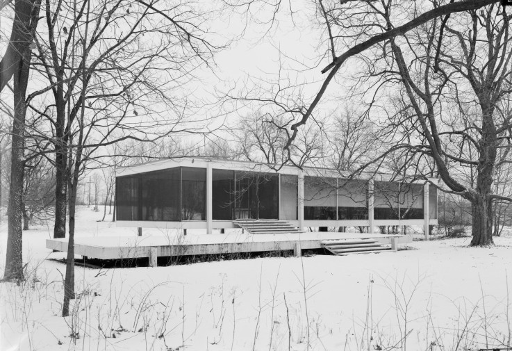 Mies_van_der_Rohe_photo_Farnsworth_House_Plano_USA_1