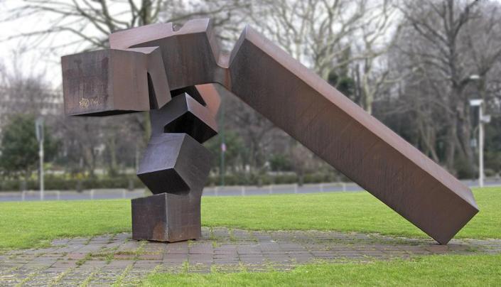 Chillida_monumento_vor_thyssen_düsseldorf